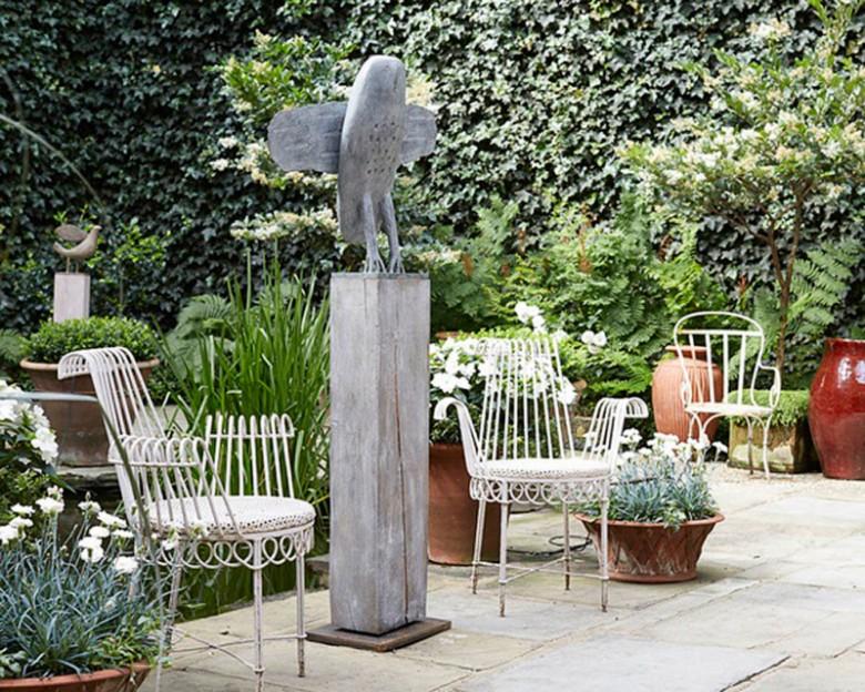 owl-in-garden