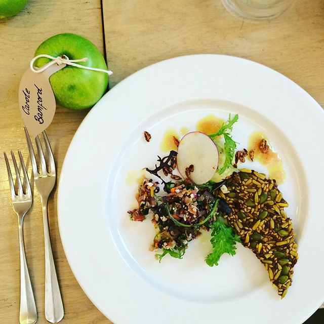 Delicious lunch at our Notting Hill cafe with @honestlyhealthy @calgaryavansino @hipandhealthy @xochibalfour @mybabablogging #refinedsugarfree #eattobehealthy #glutenfree @daylesfordfarm #nottinghill