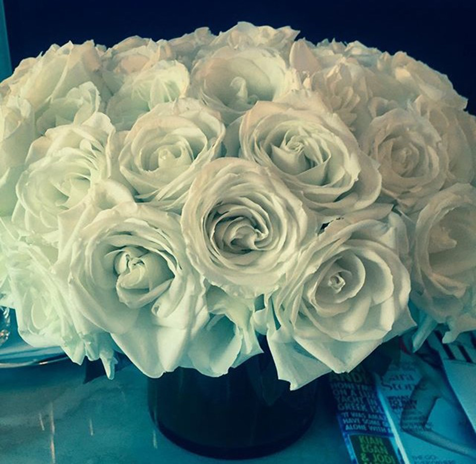 Picture of beautiful white roses in vase