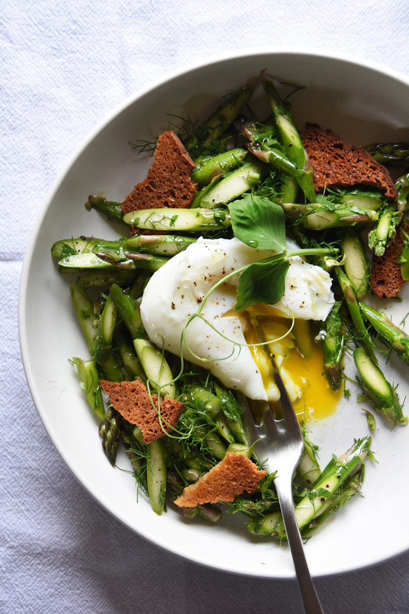raw asparagus with eggs