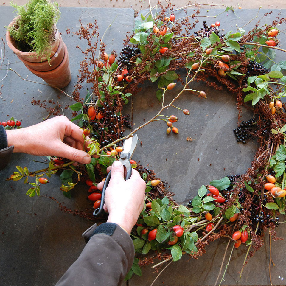 A Step-by-Step Guide to Wreath Making