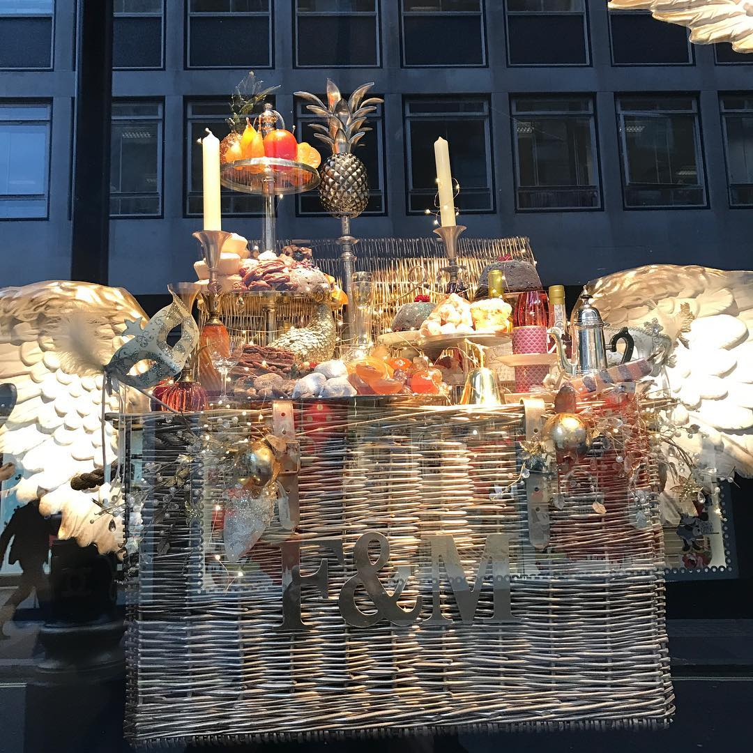 Fortnum & Mason's windows are just the best @fortnumandmason #christmas #windows @ewanventers