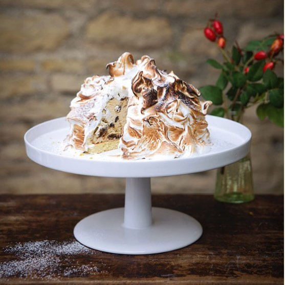 Christmas Pudding Baked Alaska - one of my favourite additions to our café menu this Christmas. The recipe is in my bio #Christmas #pudding #recipe @daylesfordfarm