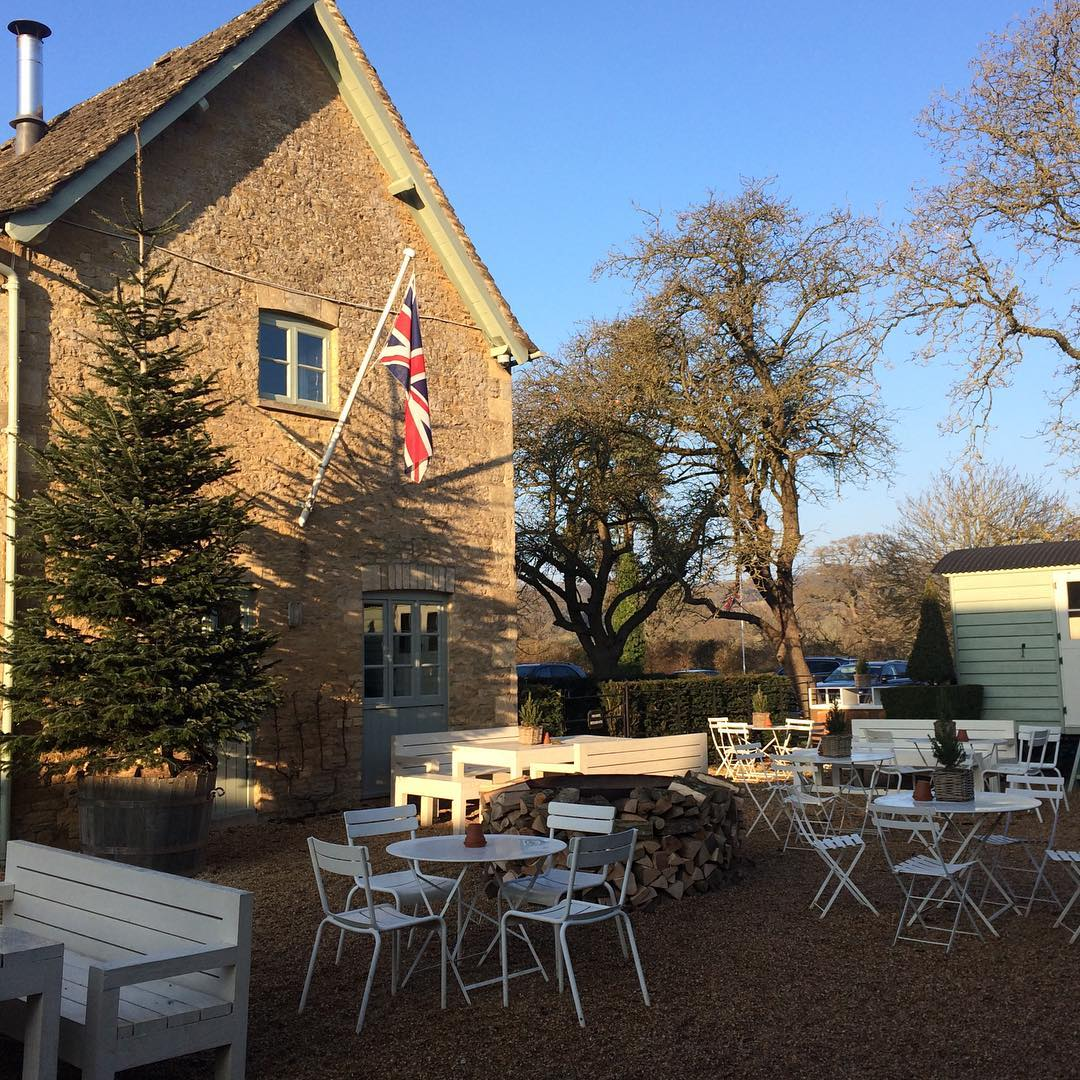 Crisp blue skies at the farmshop #winter #skies #cotswolds @daylesfordfarm