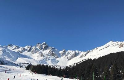 Good morning blue sky #familyfun #skiing