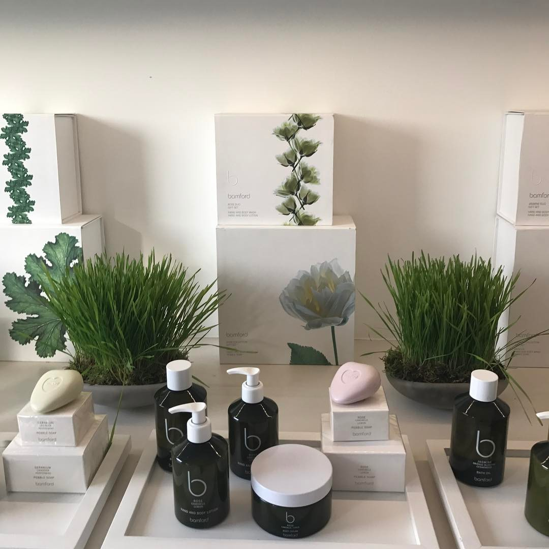 Wheat grass in my office this week. You are what you eat you are what you put on your skin @bamfordjournal  #organic #nochemicals  #nopesticides #antibioticfree