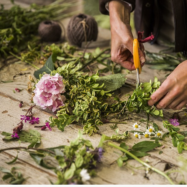 Looking forward to welcoming Willow Crossley back to the farm for a floristry workshop next Tuesday @willowcrossleyflowers @daylesfordfarm #spring #flowers #floristryworkshop #cotswolds #gardenroom