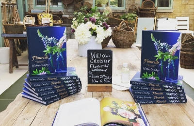 Looking forward to Willow Crossley's summer floristry workshop at the farm this Friday. A few places are still available #floralworkshop #wild #organic #english #flowers @daylesfordfarm @willowcrossleyflowers