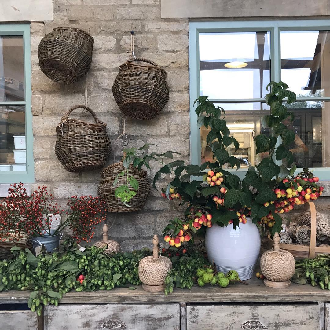 Getting ready for another busy day of foraging and flower arranging at the farm #autumn #foraging #gathering #baskets #harvest @daylesfordfarm