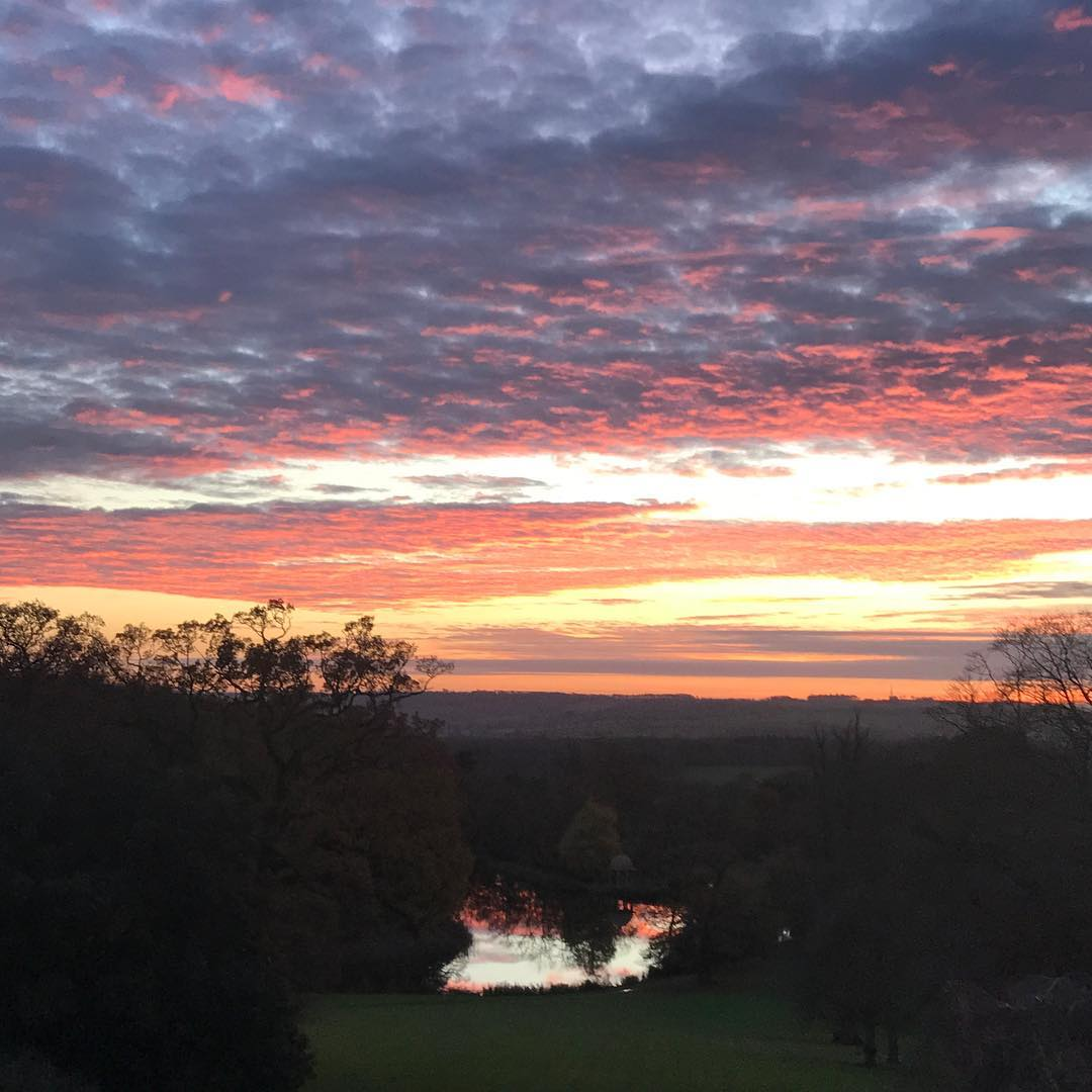 The most beautiful sunsets this week #DaylesfordCotswolds #naturenourishes #dogwalk